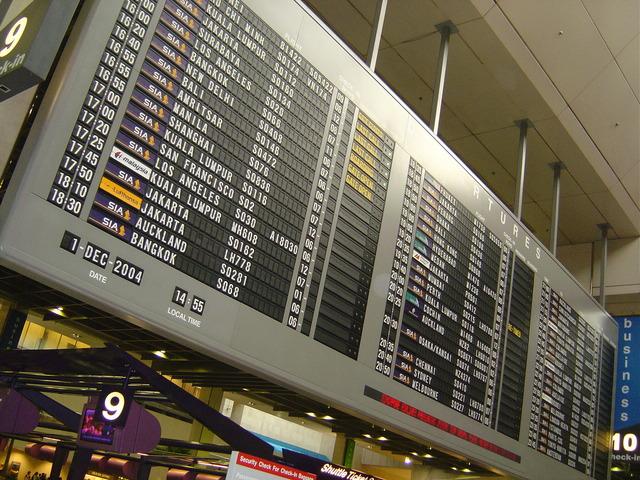 Letisko, odchody a príchody spojov, informačná tabuľa